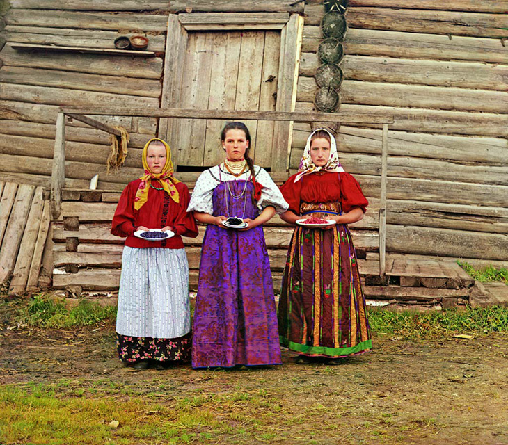 Peasant girls - 1909 by Prokudin Gorsky