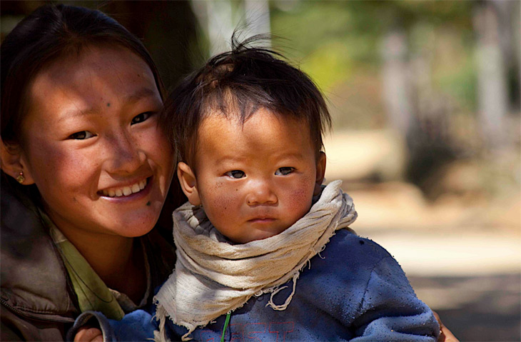 A young mother and child in Hongtso.